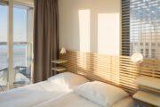 Slaapkamer in een van de Roompot Largo Strandvilla's in Hoek van Holland