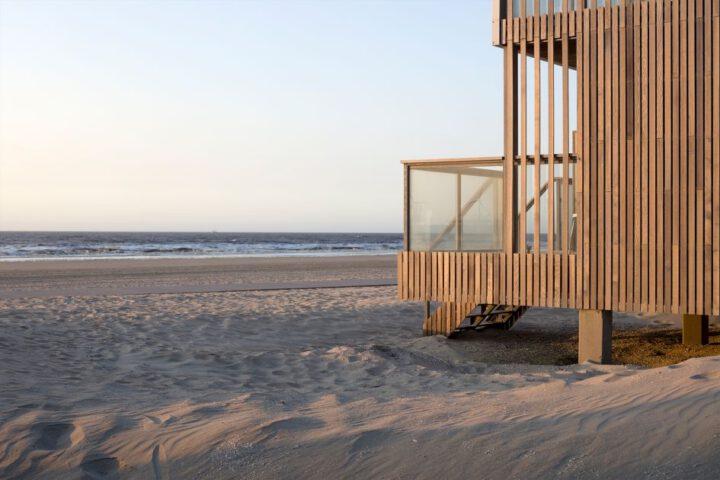 Roompot Largo strandvilla op het strand van Hoek van Holland
