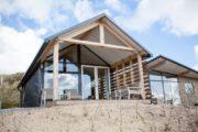 Bijzonder vormgegeven vakantiehuis aan zee, niet ver van Bloemendaal