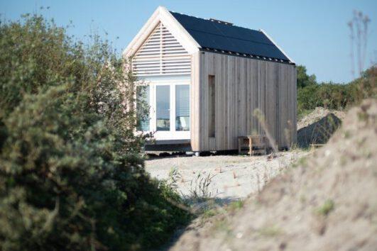 Tiny house in de duinen aan de rand van het Grevelingenmeer