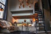 Warme tinten in het tiny house op de Veluwe