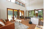 Ruime en open woonkamer met kookeiland