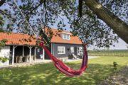 Hangmat in de tuin bij het vakantiehuis in Zeeland