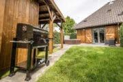 Buitenkeuken in de tuin van het vakantiehuis