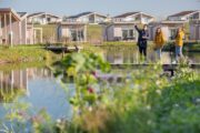 Watervilla's aan de waterkant met steiger