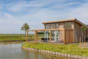 Vakantiehuis met terras aan het water, in Zeeland