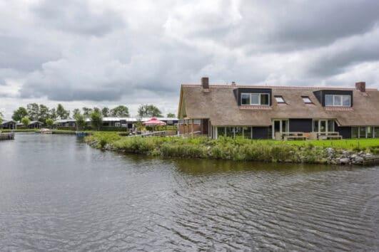 Groepsaccommodatie aan het water in Friesland
