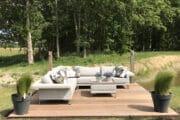 Lounge hoek aan de waterkant