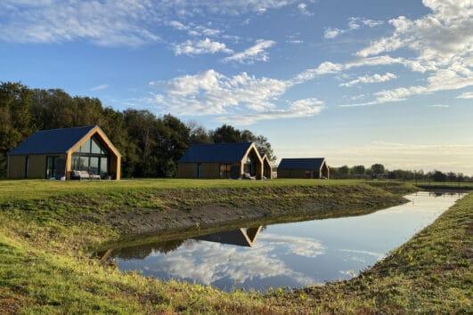 Op Landgoed de Eendracht bij Vrouwenpolder staan vier bosvilla's